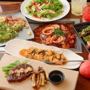 お野菜たっぷりのサラダに角煮がごろごろ入ったトンペイ焼きやトマトのお好み焼き、黒毛和牛のステーキとバラエティー豊かなコース