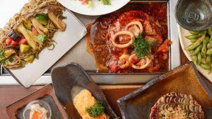 お好み焼きをはじめ、焼きそばや鉄板卵焼きなど「京ちゃばな」自慢の鉄板料理をお召し上がりください。