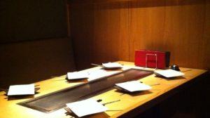 7名様まで入れる個室完備。テーブルは鉄板付きでアツアツの状態でお召し上がり頂けます。