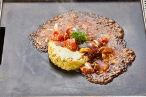 チーズ追加で旨味アップグレード♪ チーズ入りのトマトお好み焼き